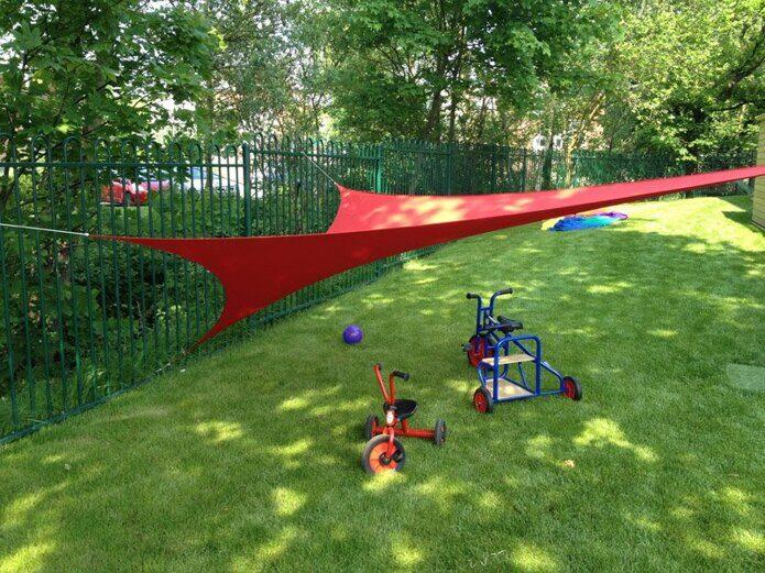 На фото: Солнцезащитный навес - теневой парус серии EASY для уличной детской зоны отдыха на частной территории